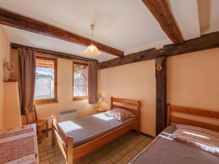 Location de vacances - Appartement à Saint-Véran - Chambre 2 lits à 1 place