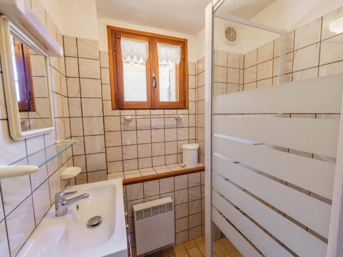 Location de vacances - Appartement à Saint-Véran - Salle de bain douche
