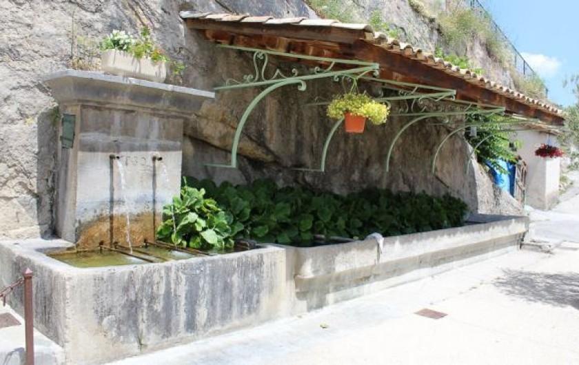 Location de vacances - Gîte à La Rochette - Fontaine du village
