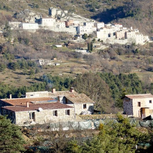 Location de vacances - Gîte à La Rochette - Le village au dessus des gîtes