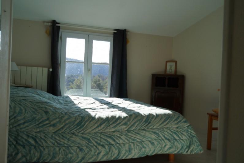 Location de vacances - Gîte à La Rochette - une chambre du gîte 6 pièces
