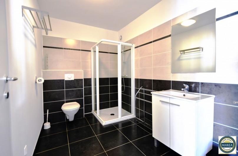 Location de vacances - Appartement à Santa-Lucia-di-Moriani - Salle de bain