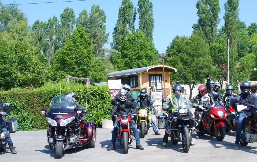 Location de vacances - Roulotte à Châtillon-en-Bazois - groupe de motards