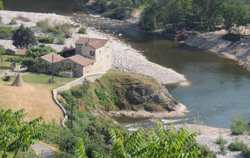 Location de vacances - Gîte à Saint-Fortunat-sur-Eyrieux - gite sur un rocher en bordure de rivière