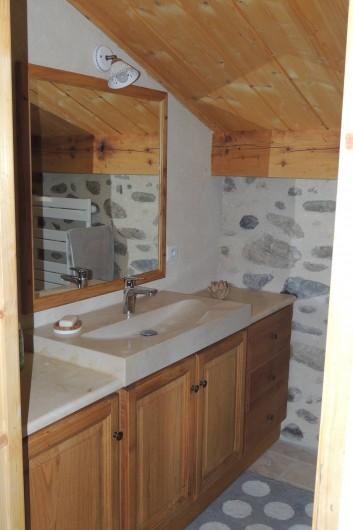 Location de vacances - Gîte à Saint-Fortunat-sur-Eyrieux - la salle d'eau
