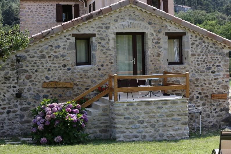 Location de vacances - Gîte à Saint-Fortunat-sur-Eyrieux - façade du gîte