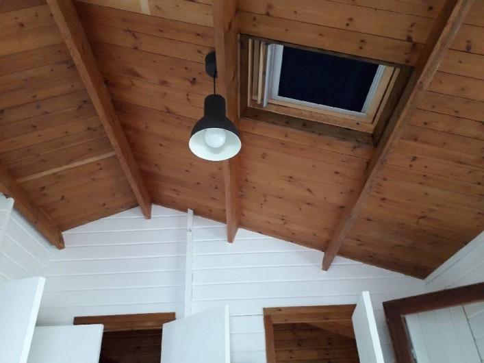 Location de vacances - Camping à Givrand - Intérieur chalet 2 chambres 4 pers