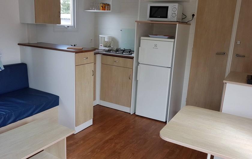 Location de vacances - Camping à Givrand - Intérieur mobil-home 2 chambres 4 pers