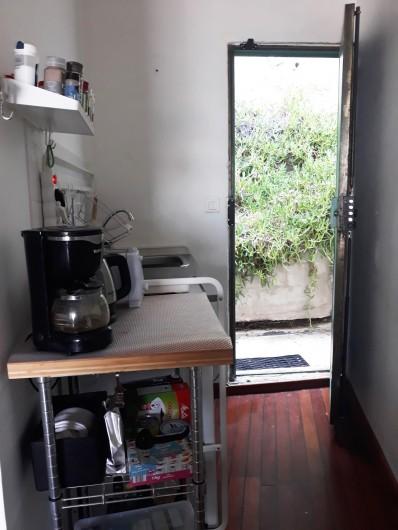 Location de vacances - Studio à Marseille - Coin cuisine et arrière du cabanon