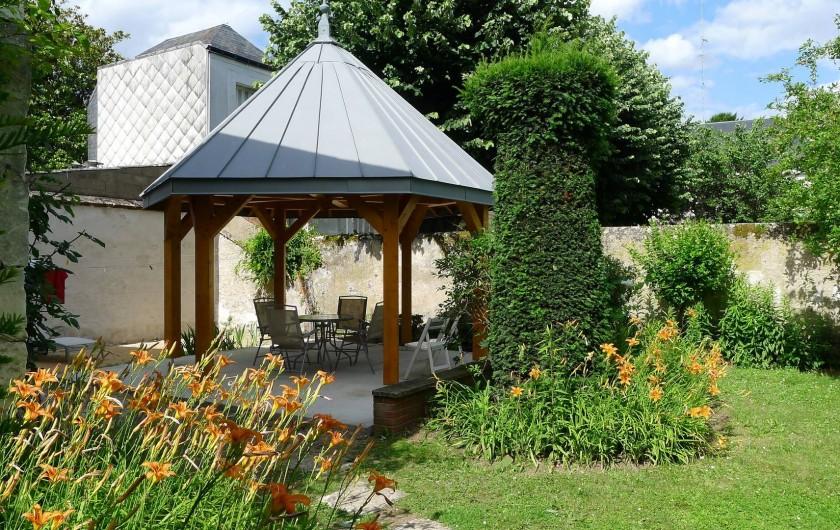 Location de vacances - Appartement à Tours - Kiosque et salon de jardin