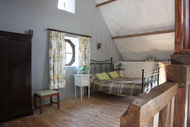 Location de vacances - Gîte à Picauville - Chambre lit 160 en mezzanine  Une armoire  Deux chevets