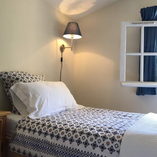Location de vacances - Mas à Céreste - Chambre avec vue sur le Luberon, 2 lits 90X200