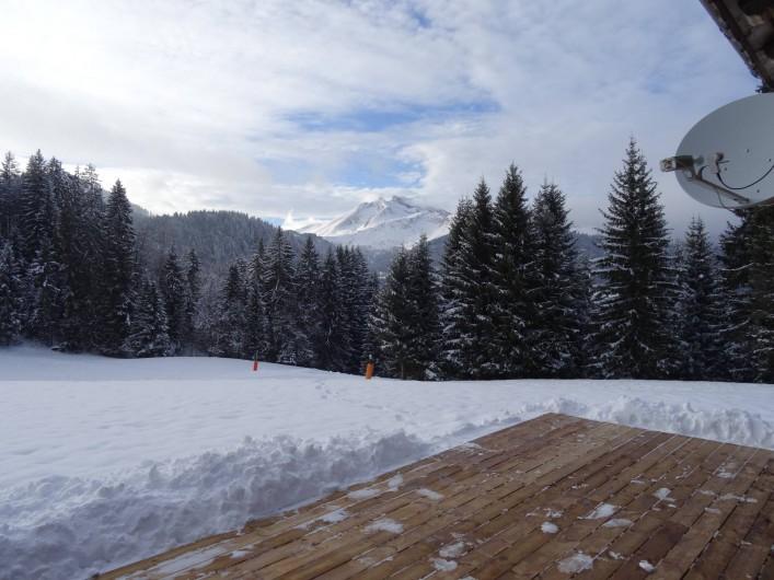 Location de vacances - Chalet à Les Gets - vue montagne Roc d' Enfer depuis la terrasse