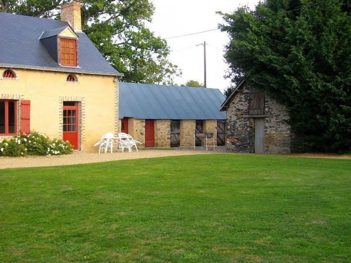 Location de vacances - Gîte à Noyant-la-Gravoyère - jardin