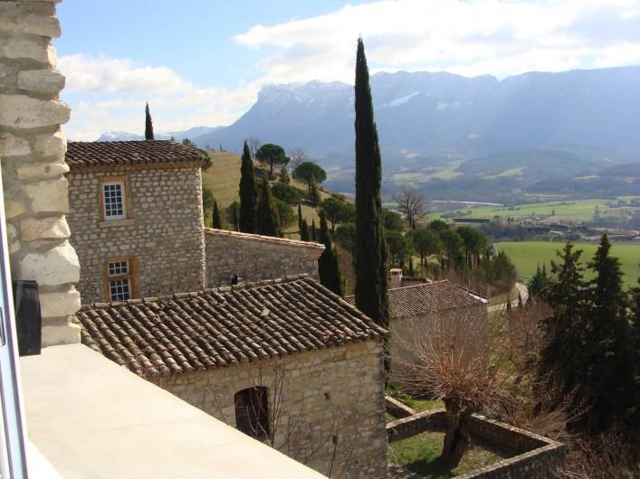 Location de vacances - Mas à Mirabel-et-Blacons - vue de la cuisine