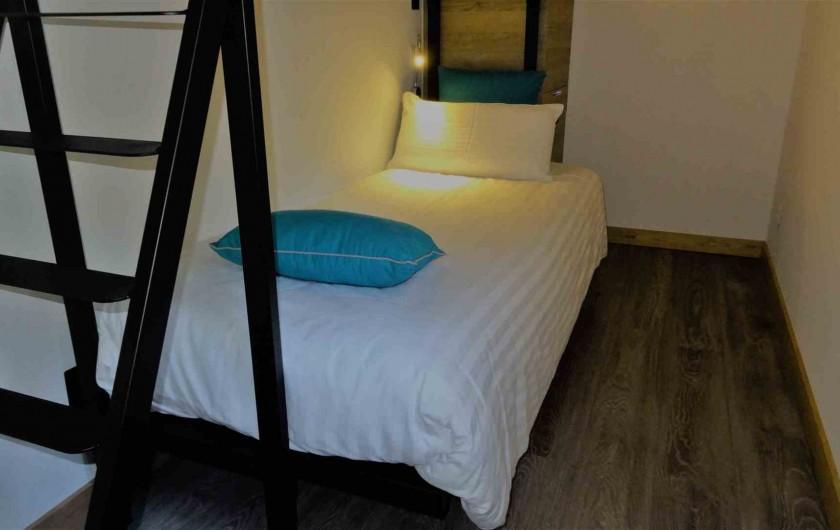 Location de vacances - Chalet à Estaing - RÊVE DE GOSSE le gîte CASSIOPEE La cabine 2 lits superposés