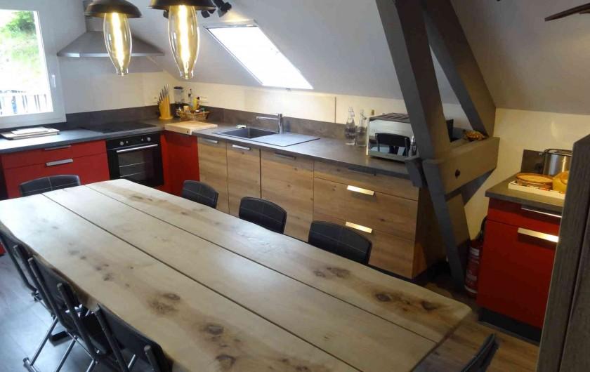 Location de vacances - Chalet à Estaing - RÊVE DE GOSSE le gîte KAIROS l'espace cuisine