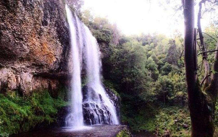 Location de vacances - Gîte à Landos - cascade de la baume