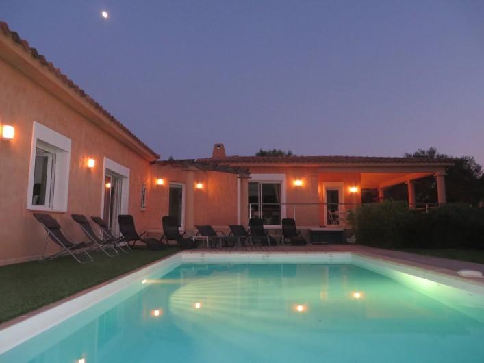 Location de vacances - Villa à Sainte-Lucie de Porto-Vecchio - Ensemble piscine et villa