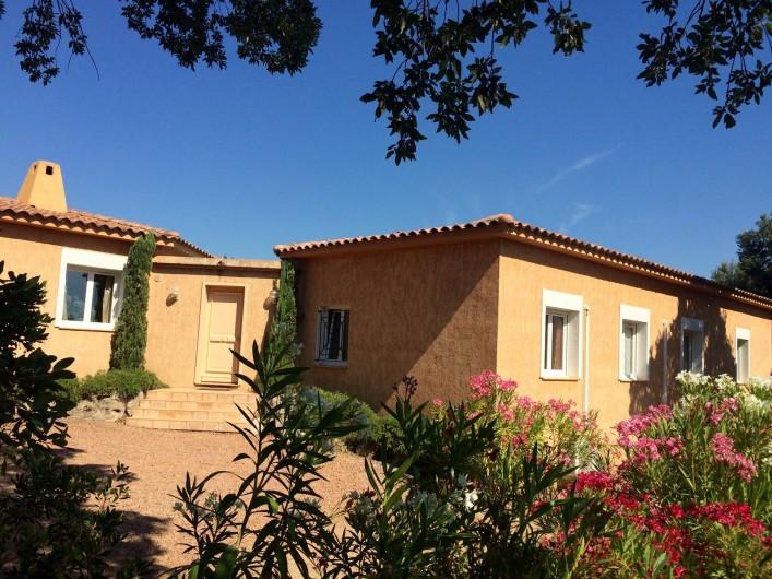 Location de vacances - Villa à Sainte-Lucie de Porto-Vecchio - Entrée villa et parking