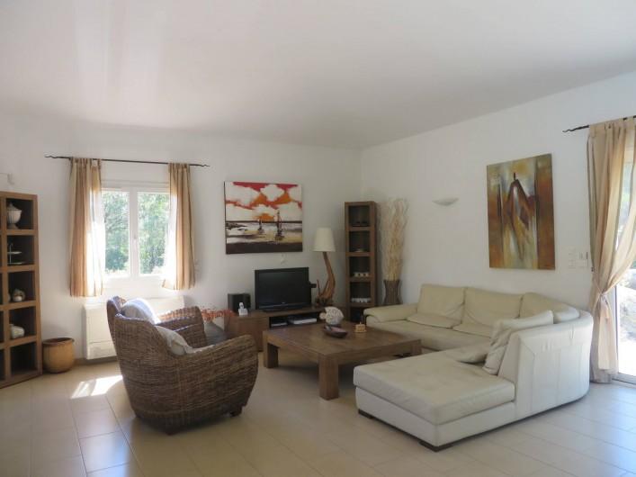 Location de vacances - Villa à Sainte-Lucie de Porto-Vecchio - Coin salon