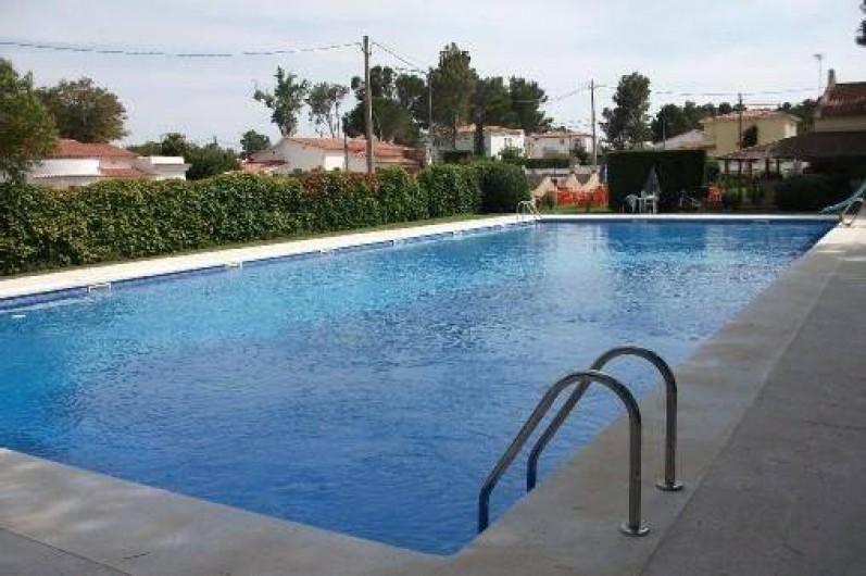 Location de vacances - Villa à Miami Platja - piscine communautaire, rue parallèle à 100 mètres