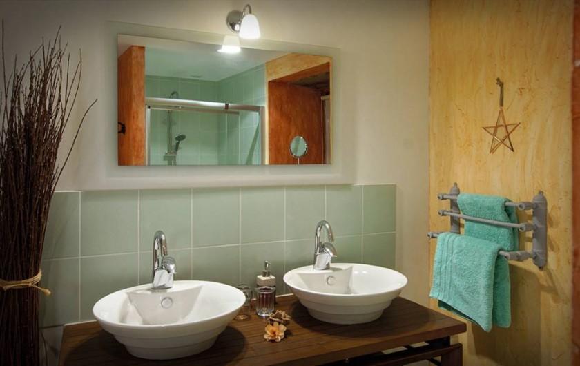 Location de vacances - Chambre d'hôtes à Espédaillac - Salle de douche