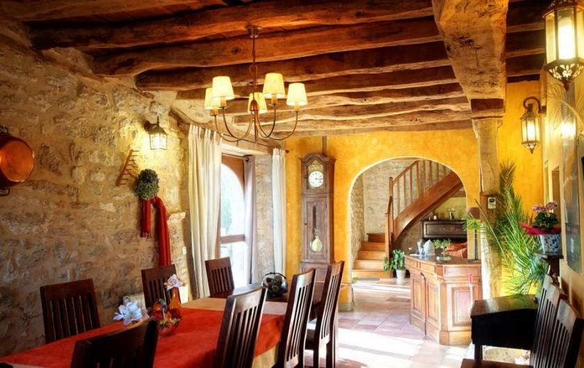 Location de vacances - Chambre d'hôtes à Espédaillac - Salle à manger