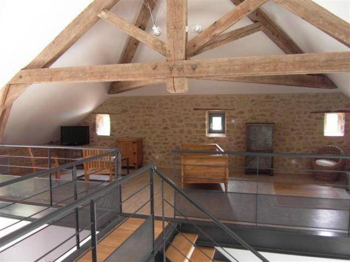Location de vacances - Gîte à Roussennac - Mezzanine du gîte accueillant le salon