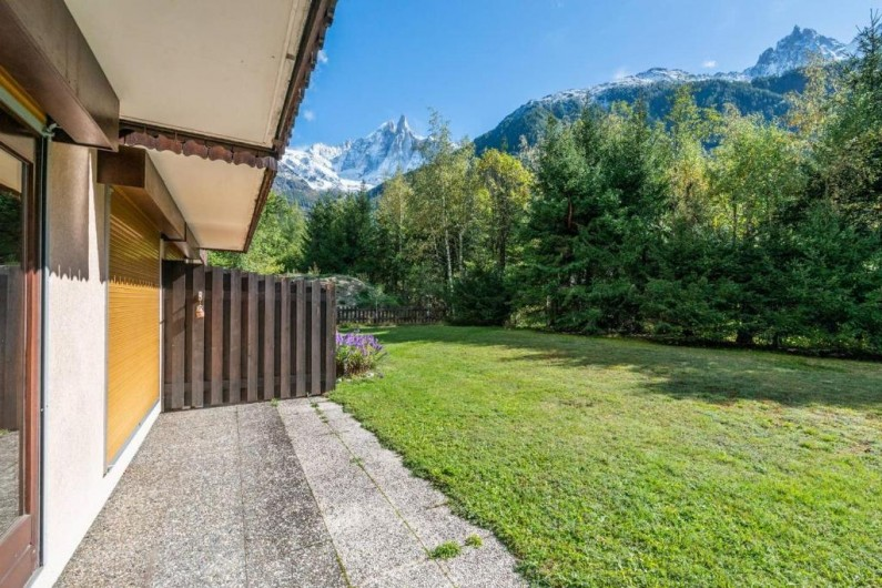 Location de vacances - Appartement à Chamonix-Mont-Blanc - Terrasse devant l'appartement