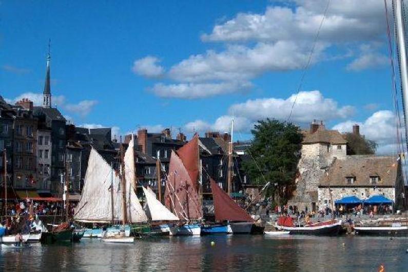 Location de vacances - Roulotte à Saint-Gilles-de-la-Neuville - Le vieux port de Honfleur