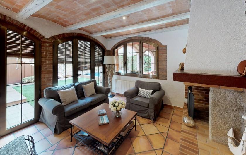 Location de vacances - Mas à Sant Antoni de Calonge - Le sans le salon grâce à de grandes baies vitrées