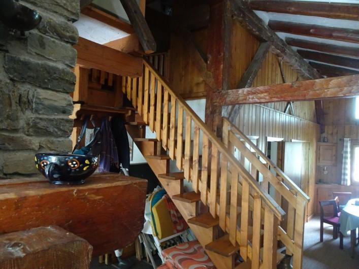 Location de vacances - Chalet à Les Houches - Escalier montant aux chambres du haut