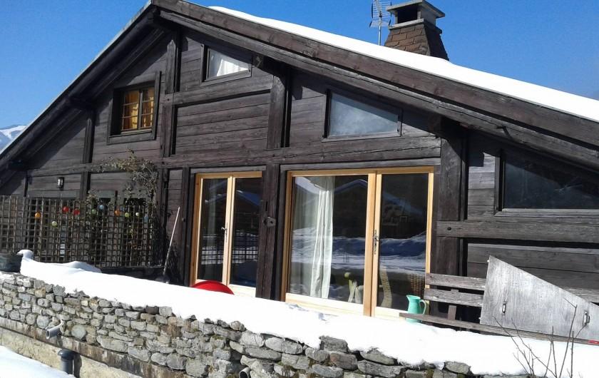 Location de vacances - Chalet à Les Houches - Chalet et sa terasse