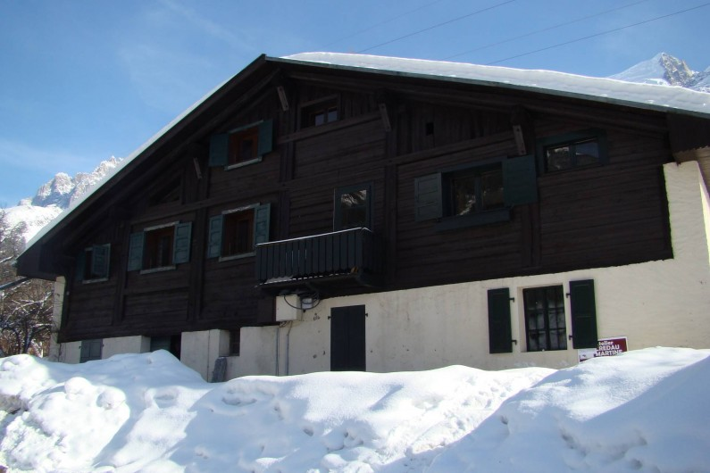Location de vacances - Chalet à Les Houches - A gauche : l'arrière du chalet