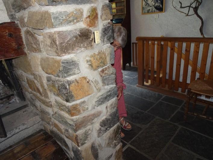 Location de vacances - Chalet à Les Houches - Escalier descendant aux chambres du bas