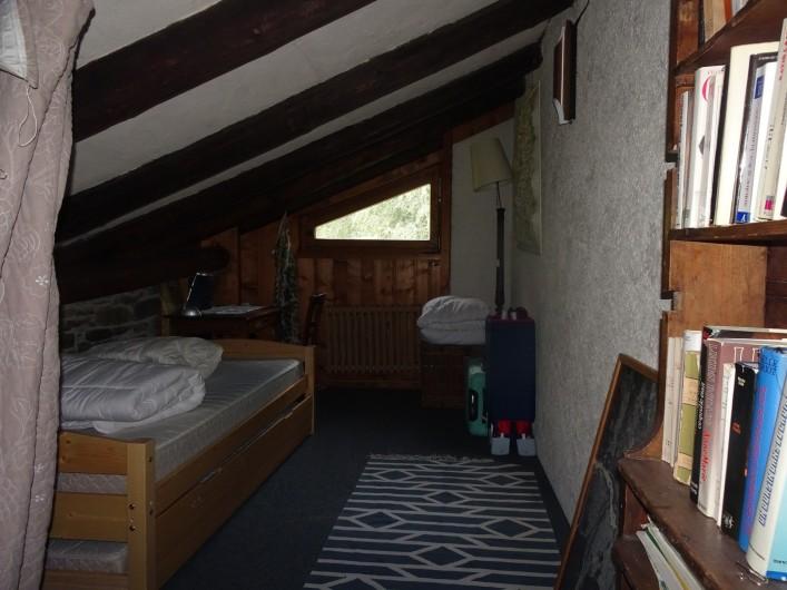 Location de vacances - Chalet à Les Houches - Muezanine avec deux lits gigognes