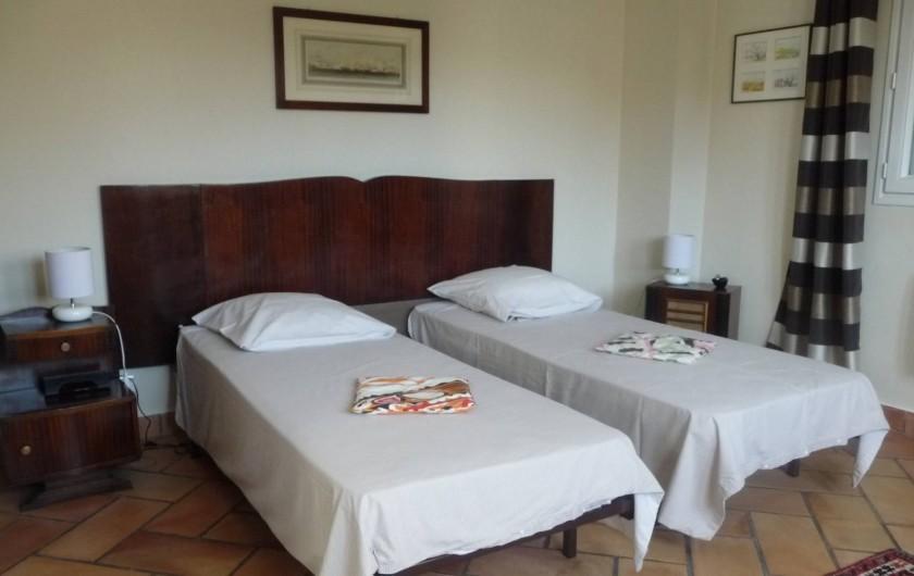 """Location de vacances - Maison - Villa à Auriol - Chambre """"Années 1940"""" en lits jumeaux"""