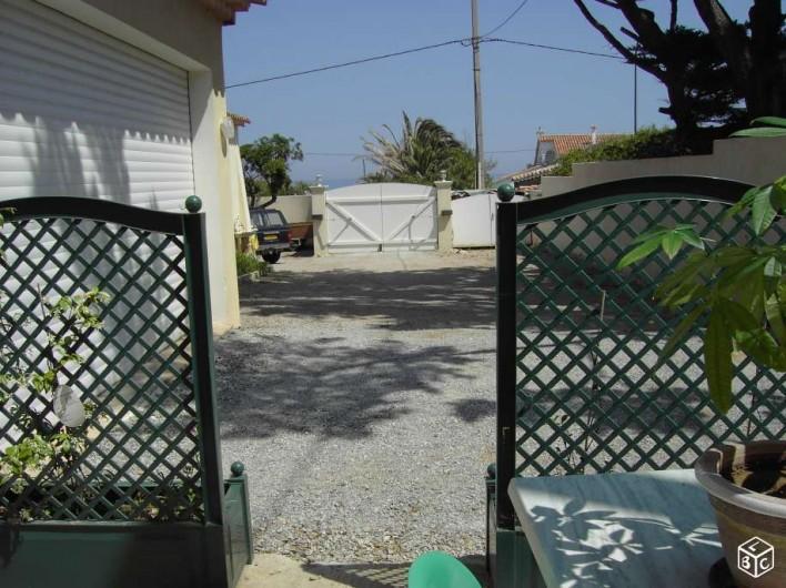 Location de vacances - Studio à Sainte-Maxime - Entrée privée  parking