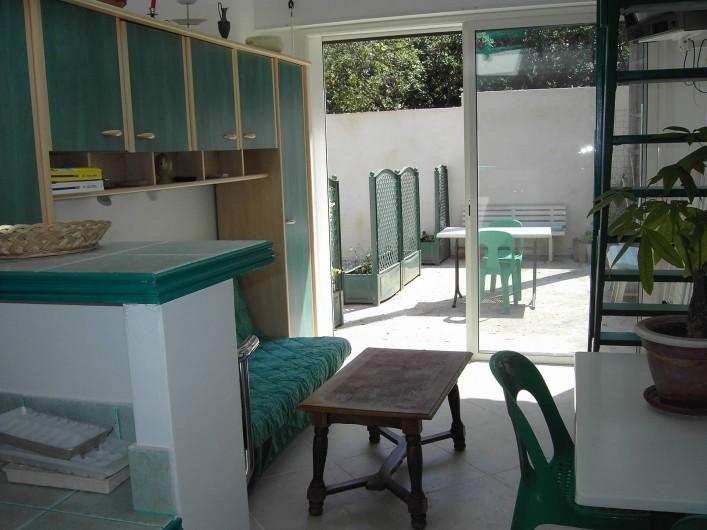 Location de vacances - Studio à Sainte-Maxime - Vue de la séparation bar