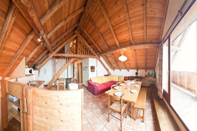 Location de vacances - Appartement à Albiez-le-Vieux - séjour / cuisine
