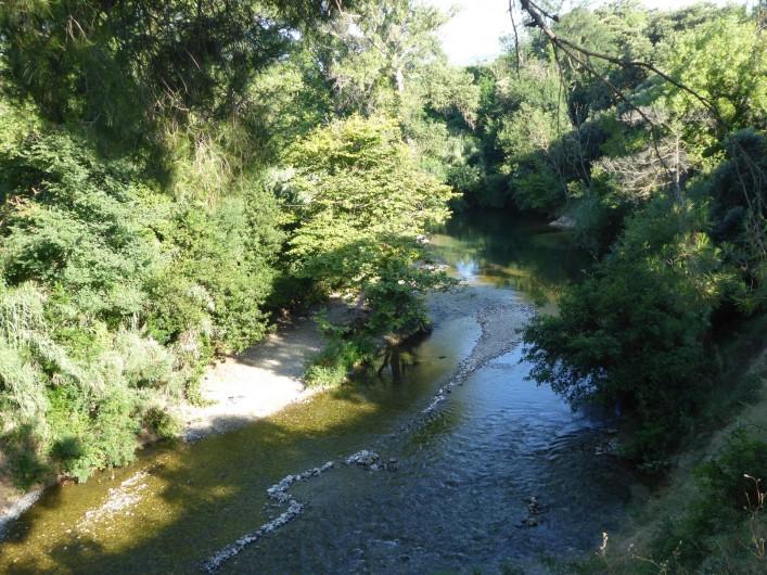 Location de vacances - Gîte à Mirepeisset - Rivière la Cesse á proximité bordant le domaine