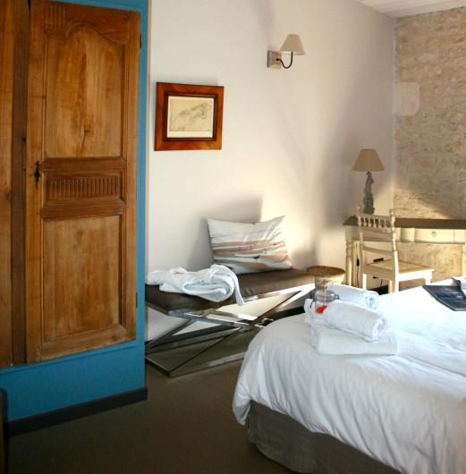 Location de vacances - Chambre d'hôtes à Marsilly - bleu et bois tout en douceur