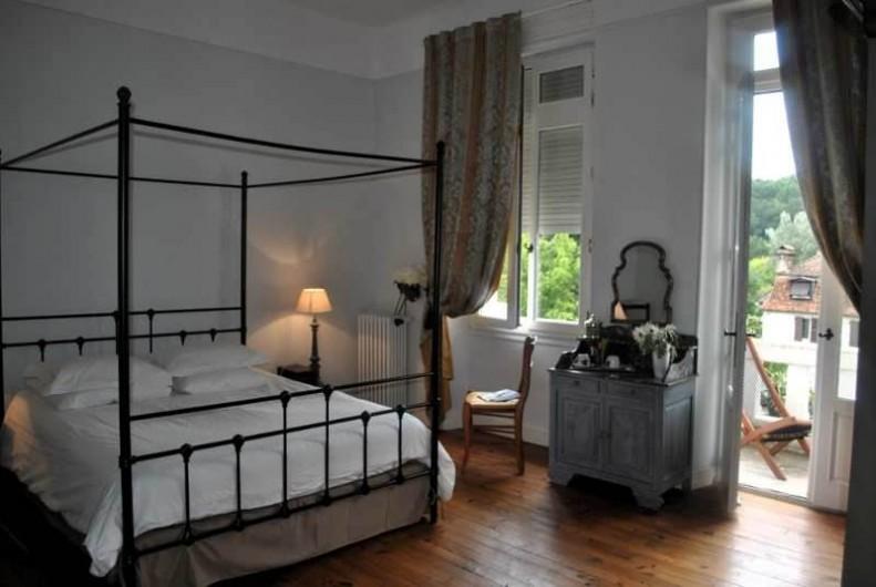 Location de vacances - Chambre d'hôtes à Salies-de-Béarn - Chambre La Baldaquin et son Balcon