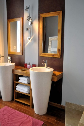 Location de vacances - Chambre d'hôtes à Salies-de-Béarn - salle de bain la Baldaquin