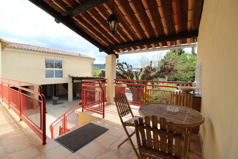 Location de vacances - Gîte à Aubenas - Petite terrasse donnant sur la cour