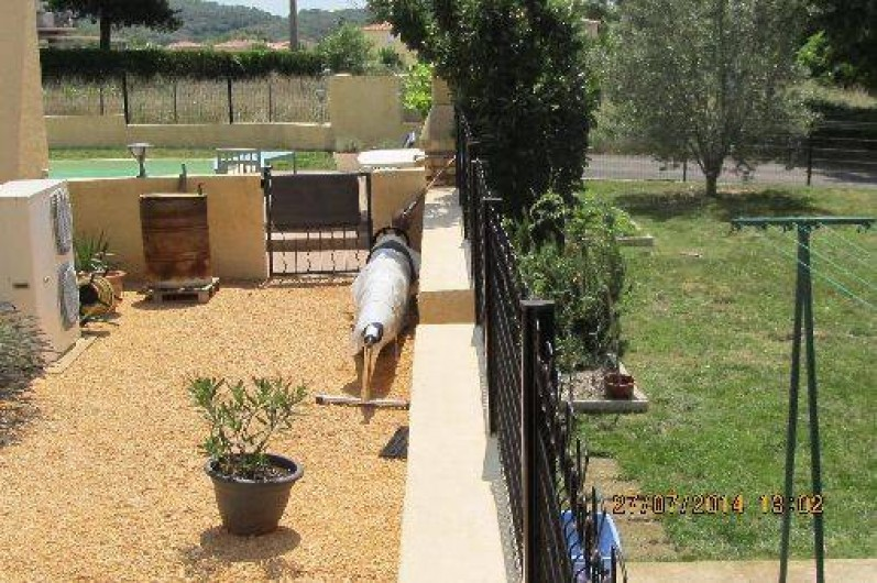 Location de vacances - Villa à Alès - Vue propriété côté Sud partie habitation partie espacesverts