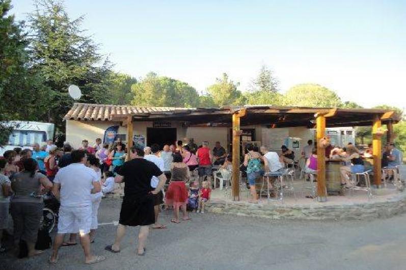 Location de vacances - Camping à Villemoustaussou - Pot d'accueil du lundi