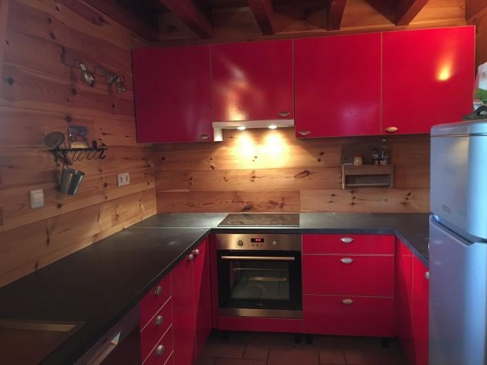 Location de vacances - Chalet à Villard-Reculas - Cuisine américaine ouverte sur salon - toute équipée