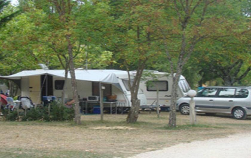 Camping les graves avec piscine au portes de cahors for Camping cahors piscine